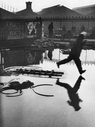 聖人 ラザール  1932   バイ Henri Cartier-Bresson (1908-2004, France) | ArtsDot.com