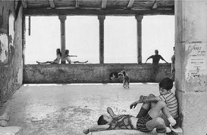 Henri Cartier-Bresson - 1970 Simianeラロトンド